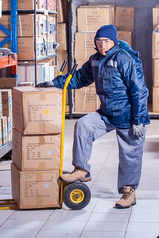 Worker managing 3pl warehouse services